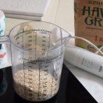 mis en place voor het maken van havermelk