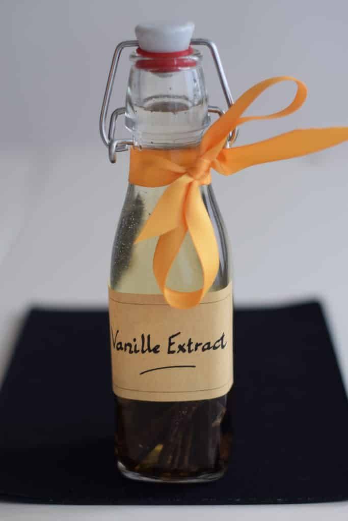 beugelflesje met eigen gemaakt vanille extract