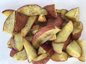 geroosterde roseval aardappeltjes met zwarte peper