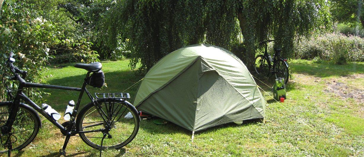 Glutenvrij eten op de camping. Trekkerstentje onder een wilg.