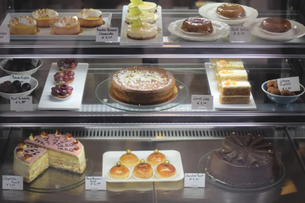 DouglasDelights, vitrine gevuld met mooie taartjes