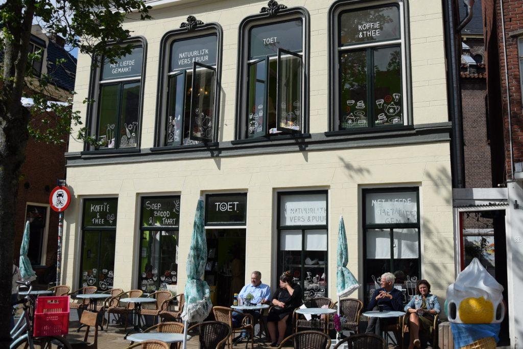 toet Groningen, foto van de gevel en terras van toet pannenkoek
