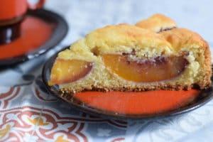 Glutenvrij cake recept van oma met nectarine, cakepunt met mooi glimmende grote nectarine stukken.