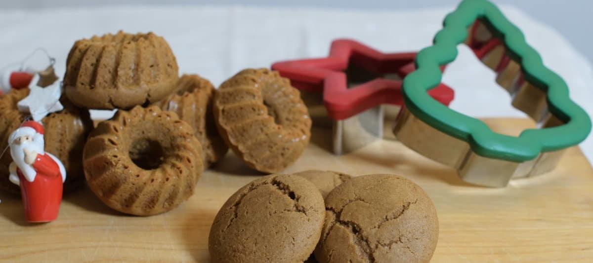 verschillende vormen taaitaai, glutenvrije teff taaituffins in verschillende vormen met kerstdecoratie, kerstboom, ster en kerstmannetje