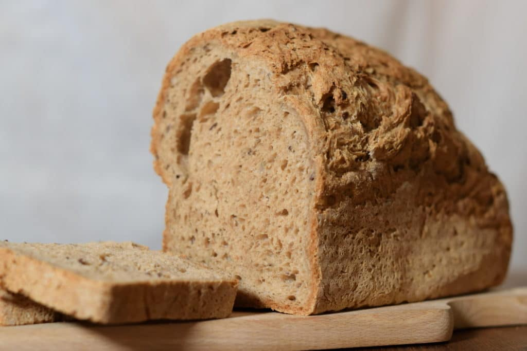aangesneden glutenvrijbrood Jumbo met mooie luchtige structuur
