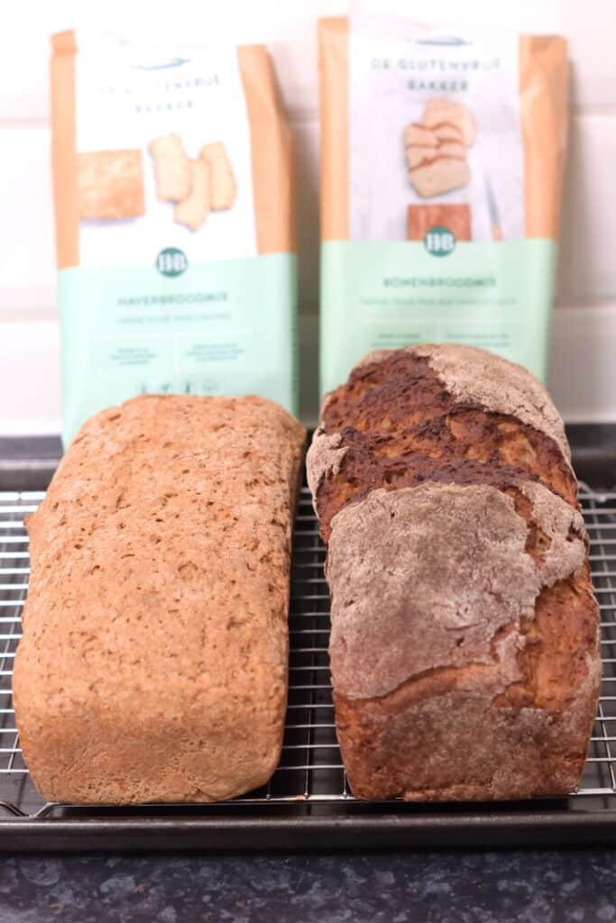 bonenbrood en haverbrood gebakken met de glutenvrije broodmixen van Holland and Barrett