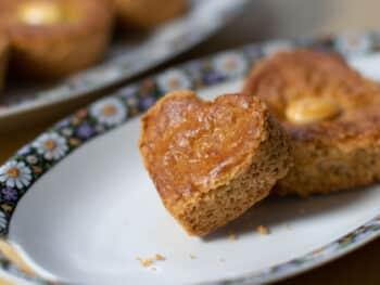 Valentijn recept, glutenvrije kano's gebakken in een hartjes vorm.
